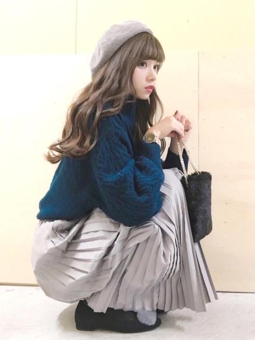 スカートにベレー帽を合わせてレディな雰囲気に7