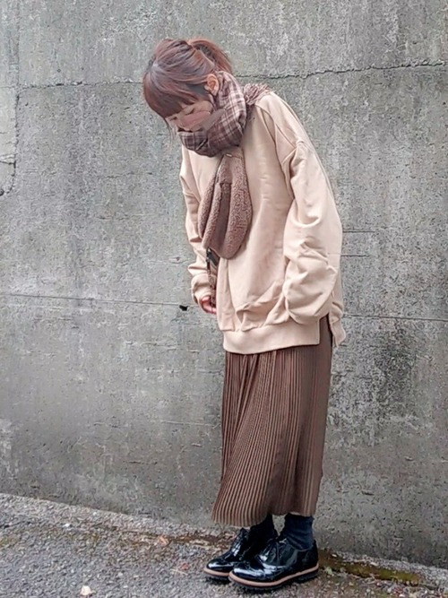 ブラウンのプリーツスカート