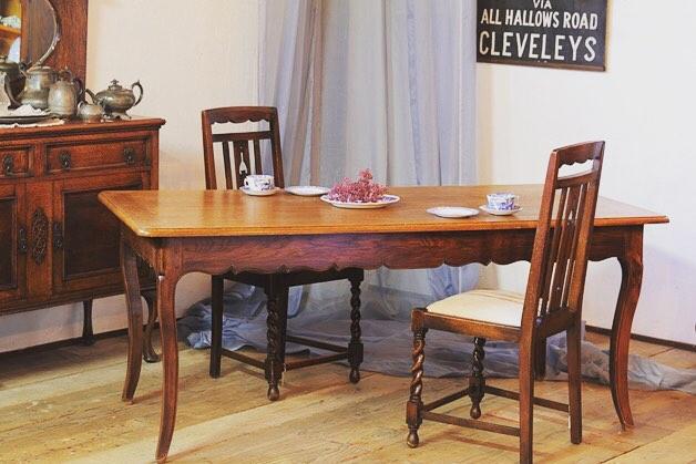 おしゃれなテーブルを使ったコーディネート2