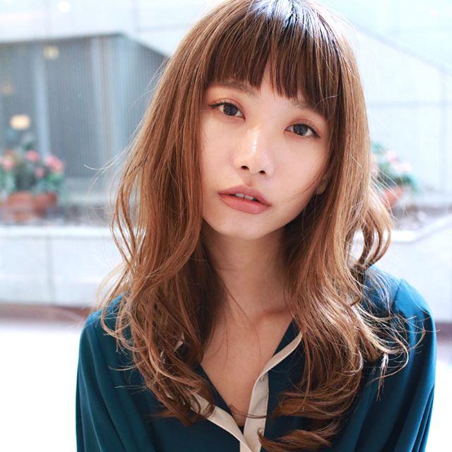 小顔効果の高い重めの前髪8