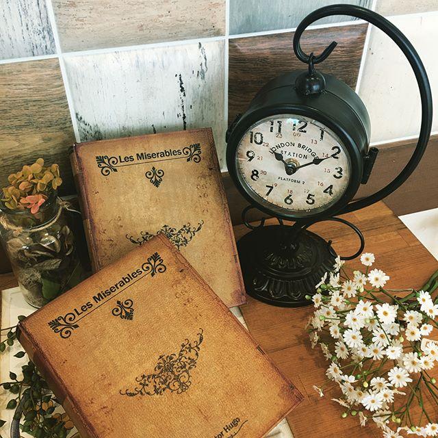 デザイン様々な置き時計