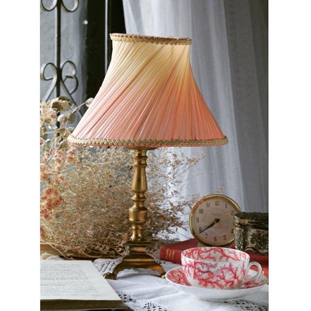 スタイリッシュな家具と雑貨はバランスよく飾る3