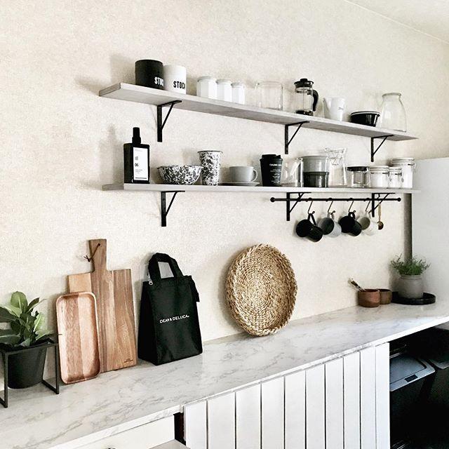 キッチン側の作業スペースも