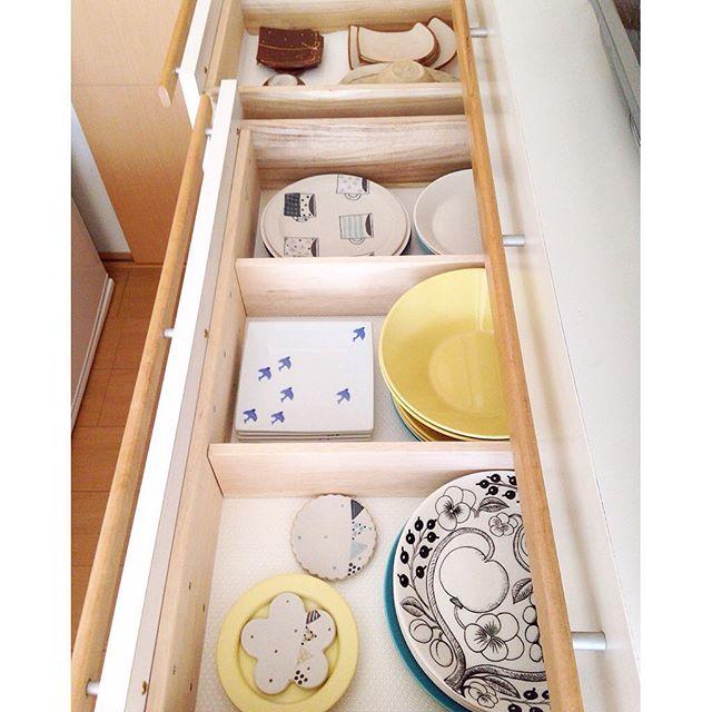 引き出し式の食器棚収納アイデア