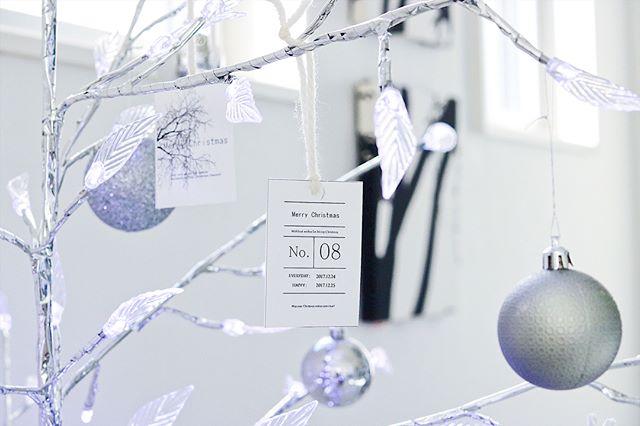 クリスマスツリーもグレーをモチーフに