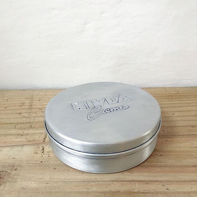 ニベア缶の塗料を剥がしてリメイク