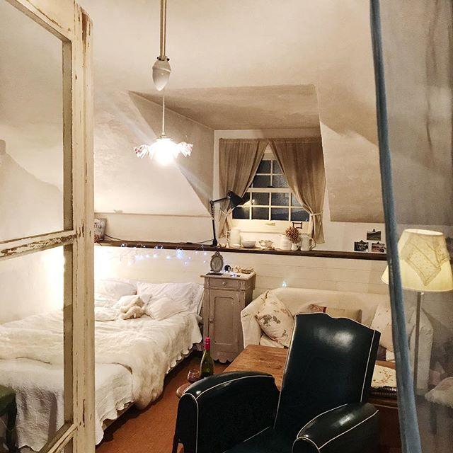 雑貨や小物で自分好みに♡シンプルながらハイセンスなベッドルーム3