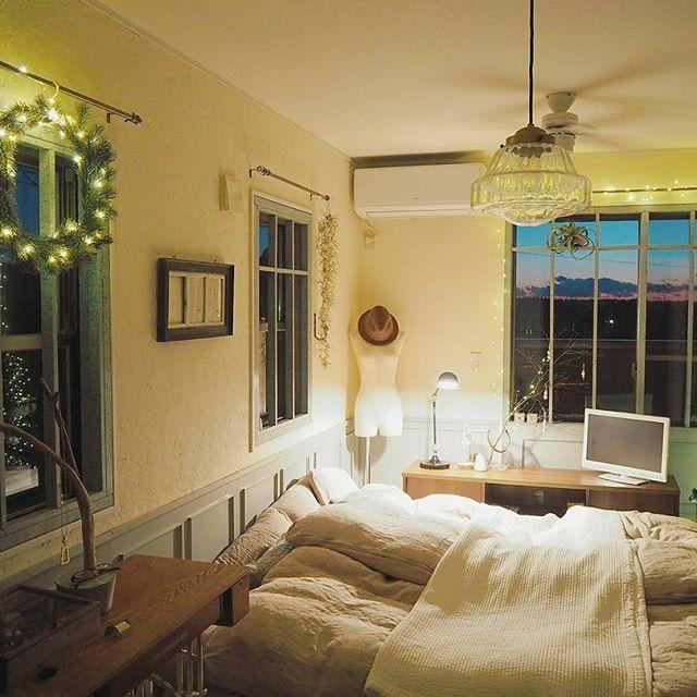 雑貨や小物で自分好みに♡シンプルながらハイセンスなベッドルーム2