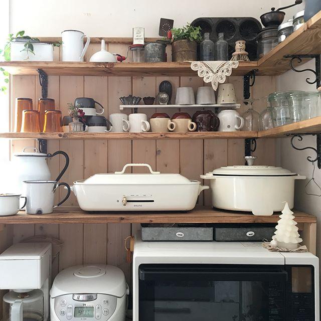 キッチンも見せる収納で可愛く2