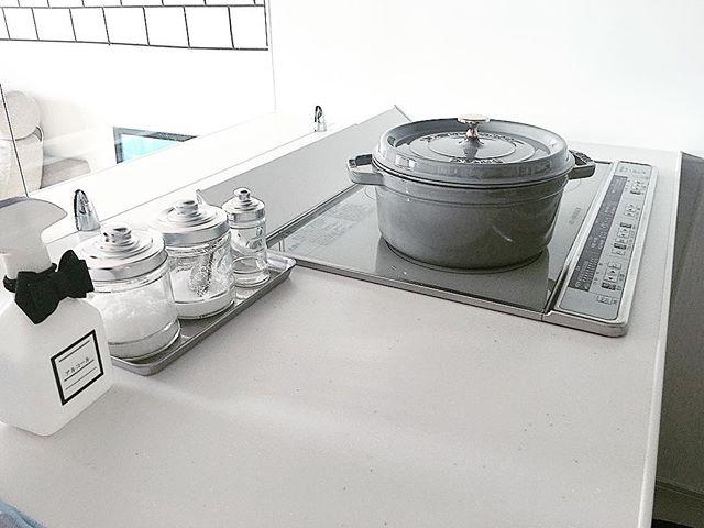 お料理も楽しくなるグレーのキッチンアイテム