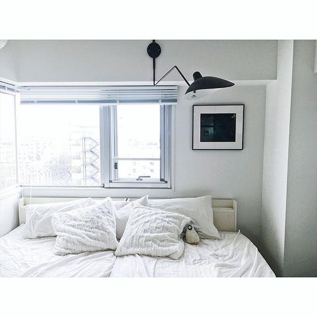 モノトーンインテリアは、大人の寝室にぴったり3