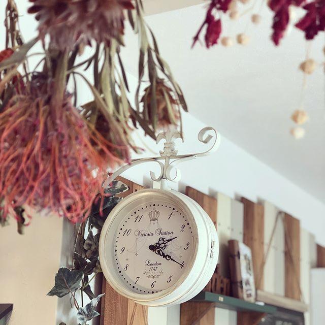 デザインが印象的な壁掛け時計2
