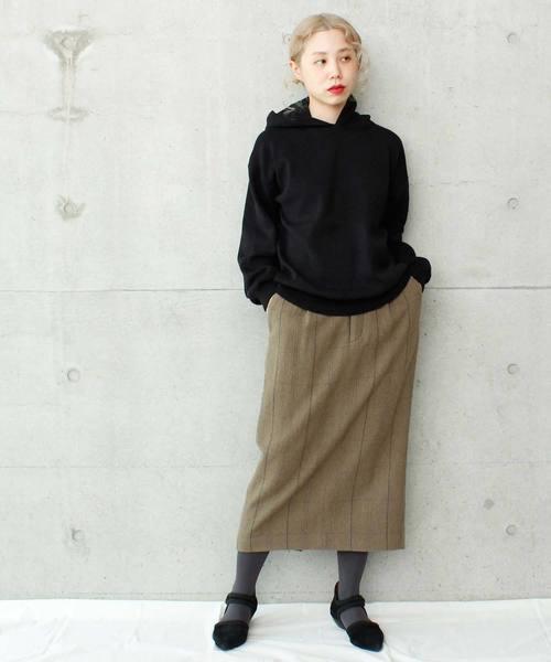 黒パーカー×タイトスカート6