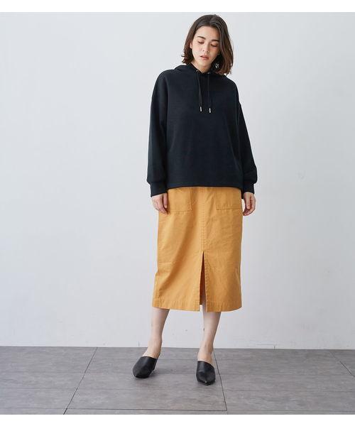 黒パーカー×タイトスカート2