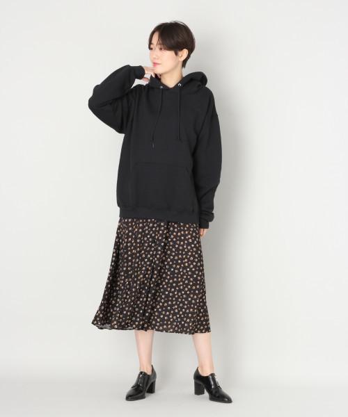 黒パーカー×シフォンスカート3