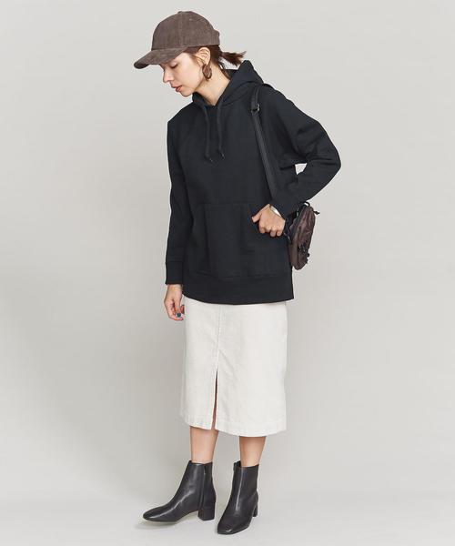 黒パーカー×タイトスカート3