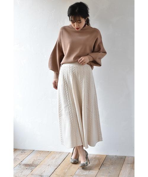 たっぷりフレアのケーブル編みニットロングスカート