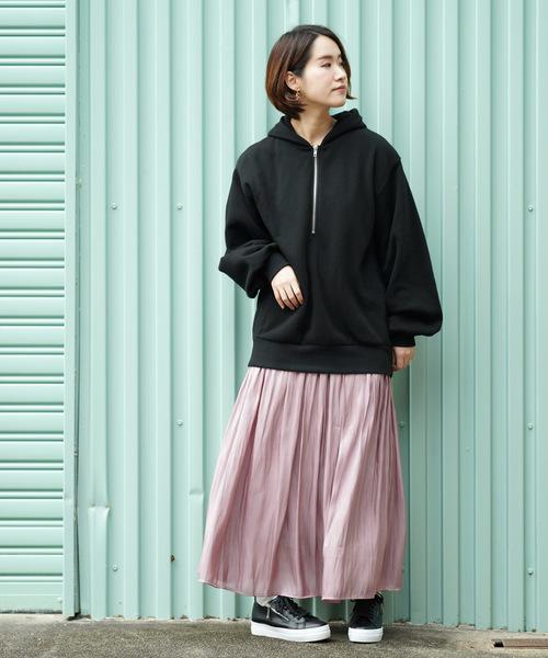 黒パーカー×プリーツスカート3
