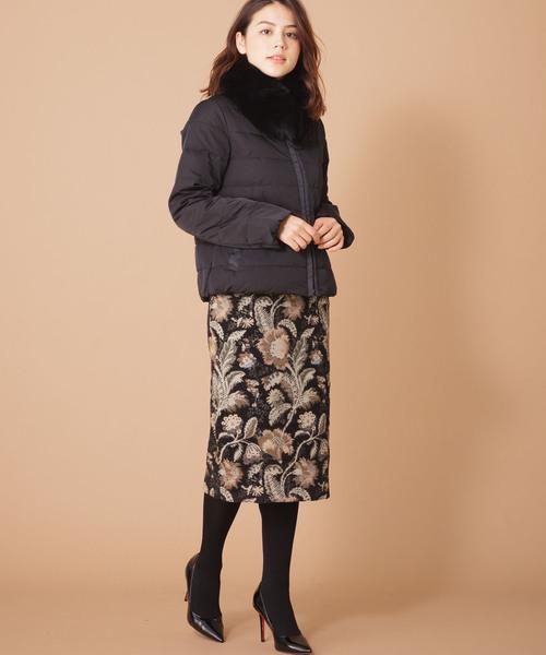 フラワーエンブロイダリータイトスカート