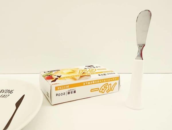 セリアの立つバターナイフ