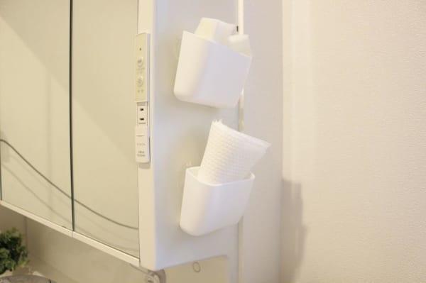 洗面所でお掃除用具収納☆やわらか吸盤ポケット