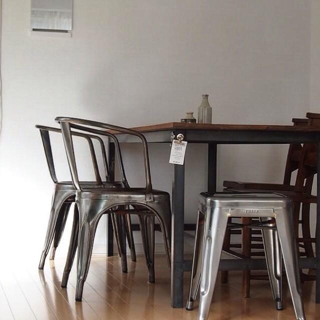 おしゃれなテーブルを使ったコーディネート3