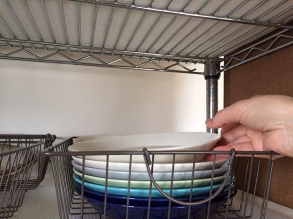 ダイソー】のカゴで食器を収納12