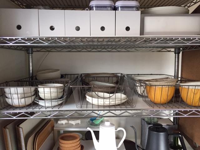 ダイソー】のカゴで食器を収納15