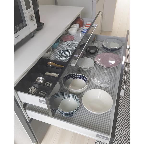 引き出し式の食器棚収納アイデア5