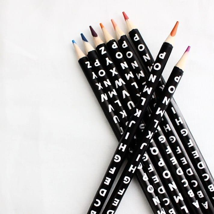 ブラックの色鉛筆にひと手間プラス4