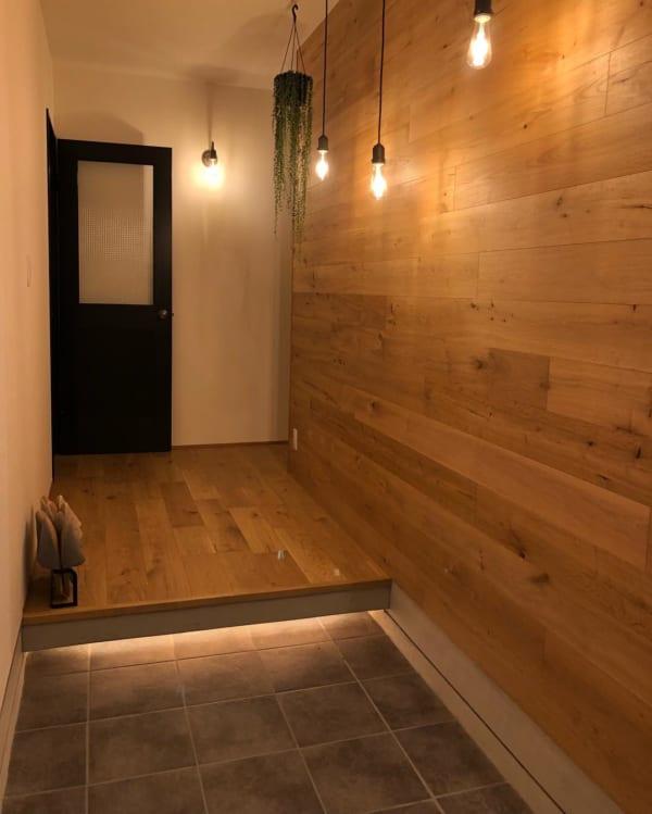 モノトーン+ウッドのシンプルな空間づくりが素敵な平屋
