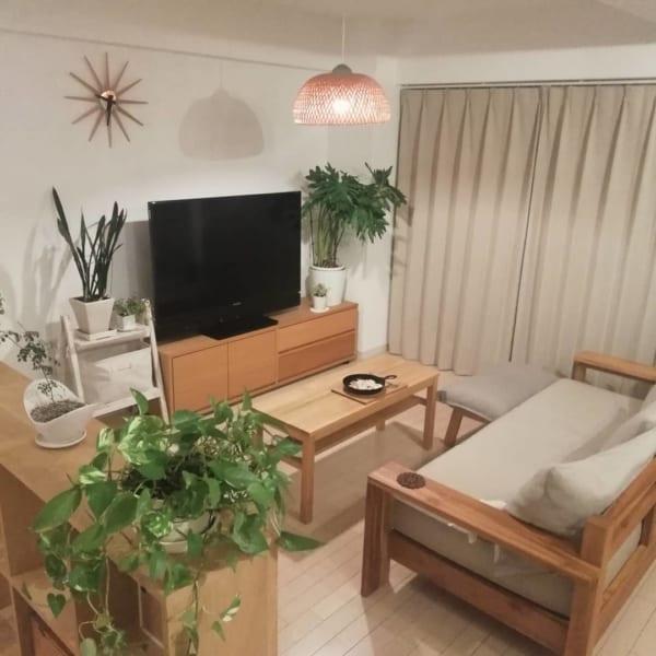 家具の配置バランスでスペースを区切った一人暮らしインテリア1