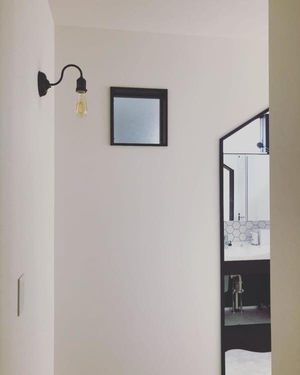 モノトーン+ウッドのシンプルな空間づくりが素敵な平屋6
