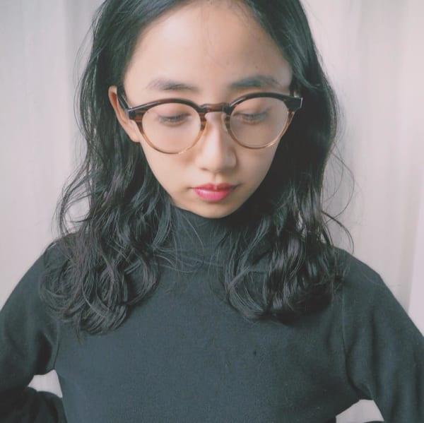 黒髪・ダークトーンのセミロングヘア11