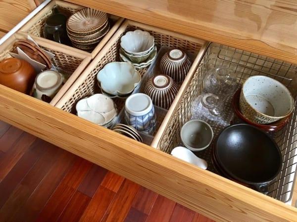 引き出し式の食器棚収納アイデア6