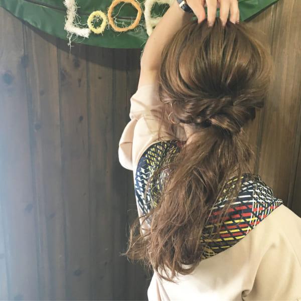 ゆるふわウェーブのまとめ髪