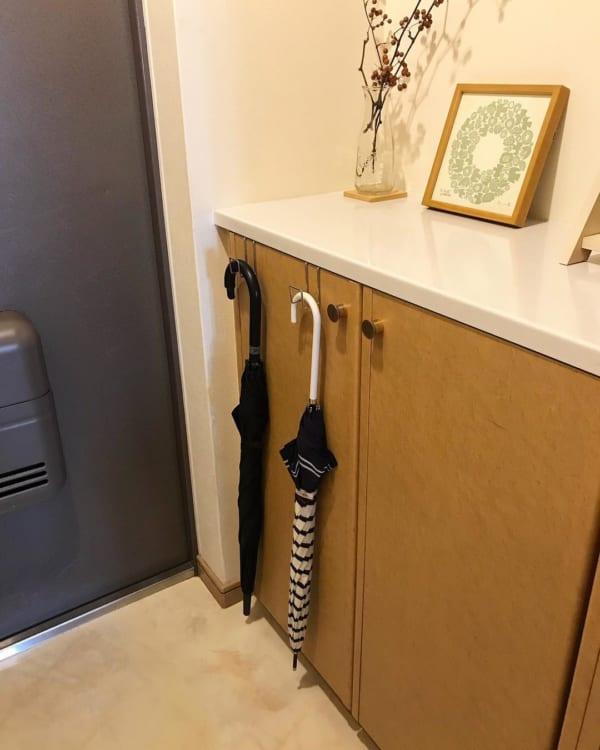 ステンレス扉につけるフック:玄関靴箱に傘掛けとして