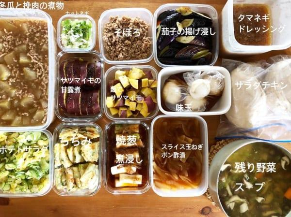 サイズ違いの食品保存容器で