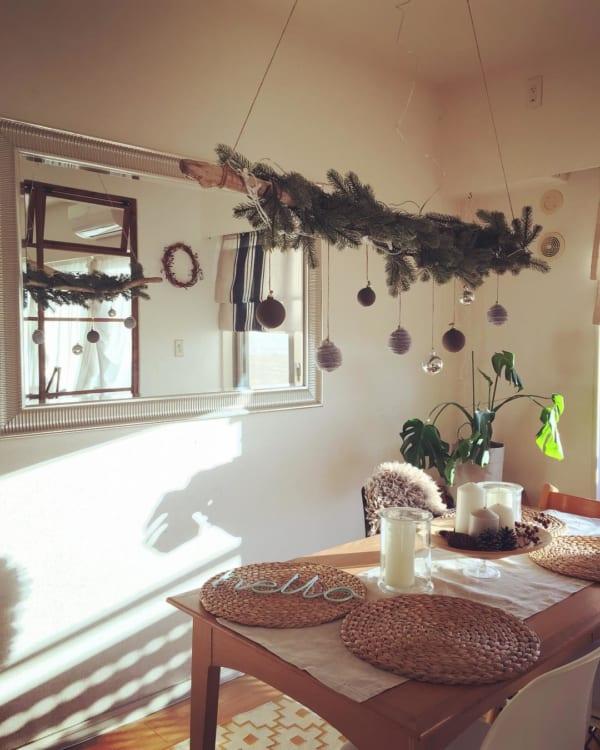 植物のナチュラル感が素敵なクリスマスディスプレイ