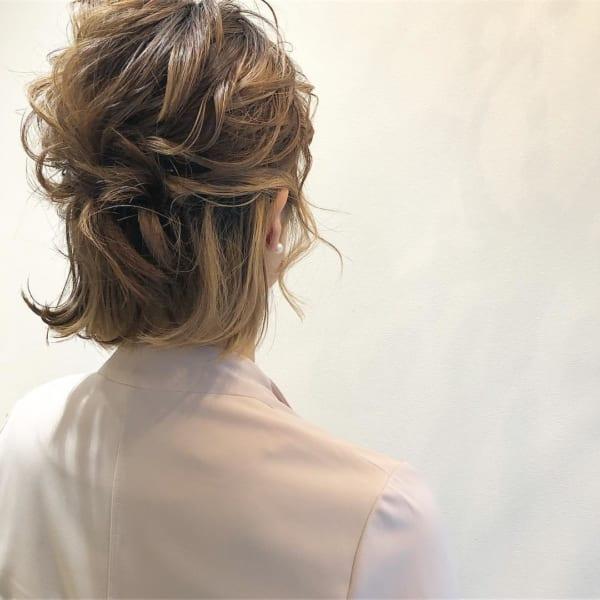 結婚式におすすめの髪型!清楚で可愛らしいアップスタイルを長さ