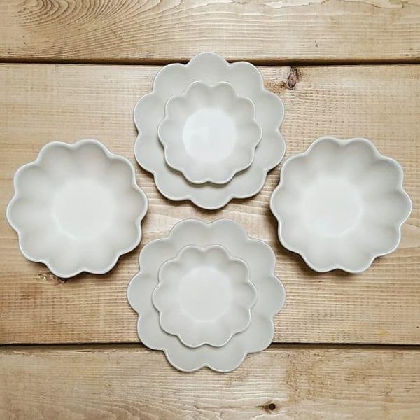 お花の形の白い皿、小皿、小鉢