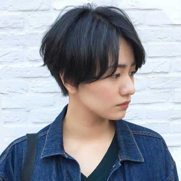 モードっぽさも出せる黒髪のベリーショート4