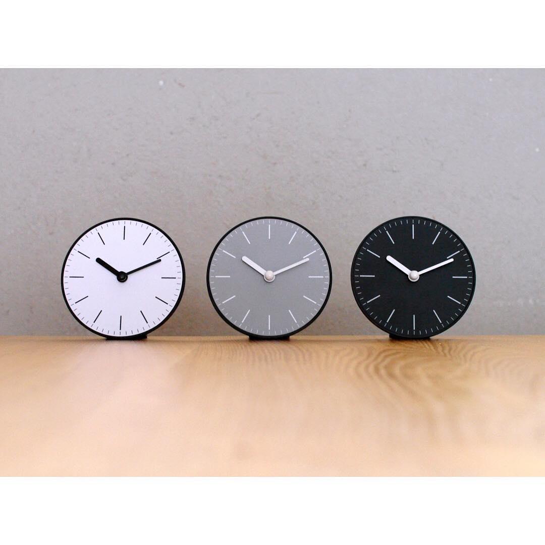 スタンド付き時計 シンプル(セリア)