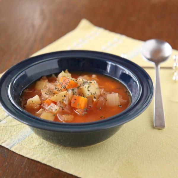 レギュラーボウルにスープを盛り付けて