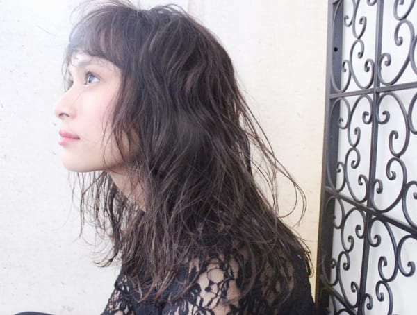 前髪ありのセミロングヘア15