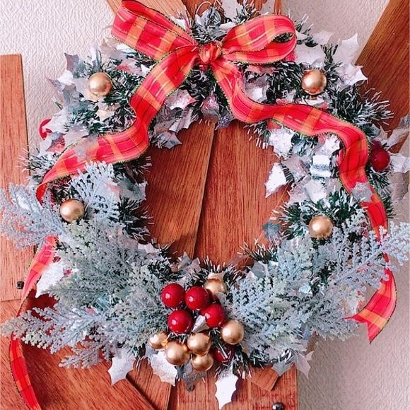 ダイソーのアイテムのみで作ったクリスマスリース