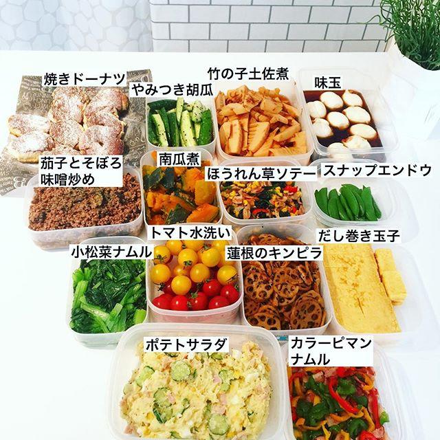 常備菜をプラスチック容器に保存