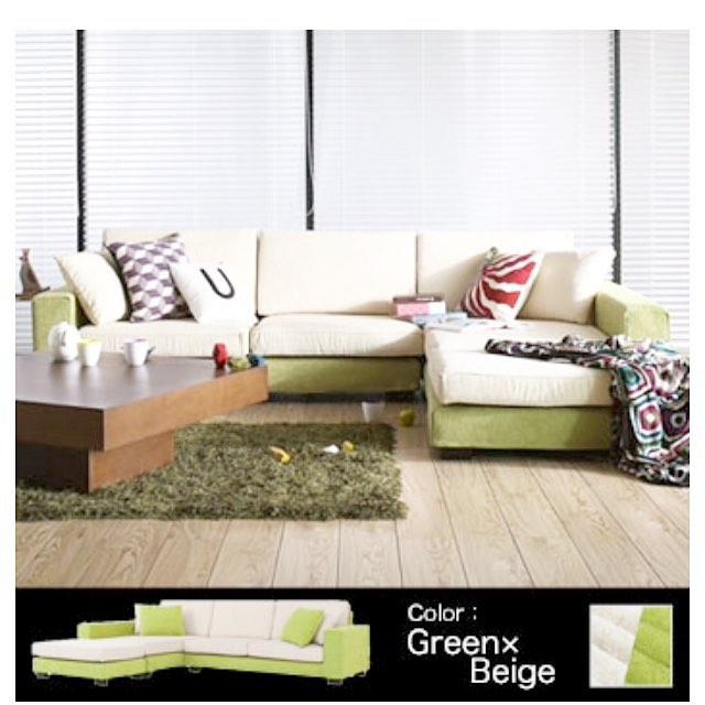 グリーンとオフホワイトのカウチソファ クッション