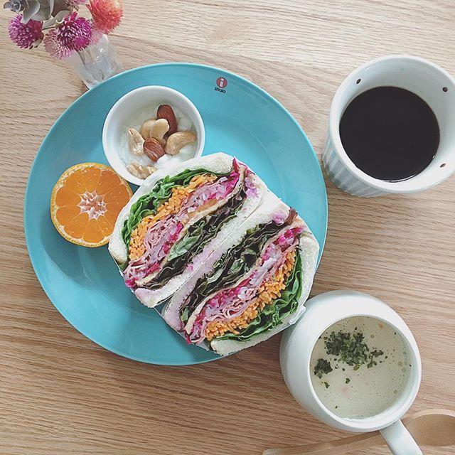 色鮮やかで食欲をそそる洋風の朝食3