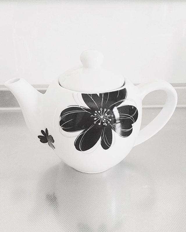 花柄アイテム ティーポット